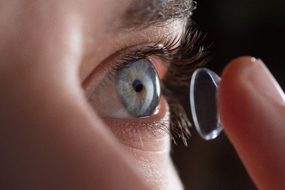 Kontaktlinsen Auge und Ohr