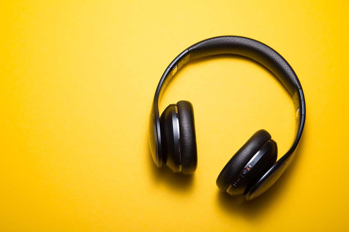 Hörsysteme bei Auge und Ohr